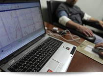 Private investigator performing polygraph testing